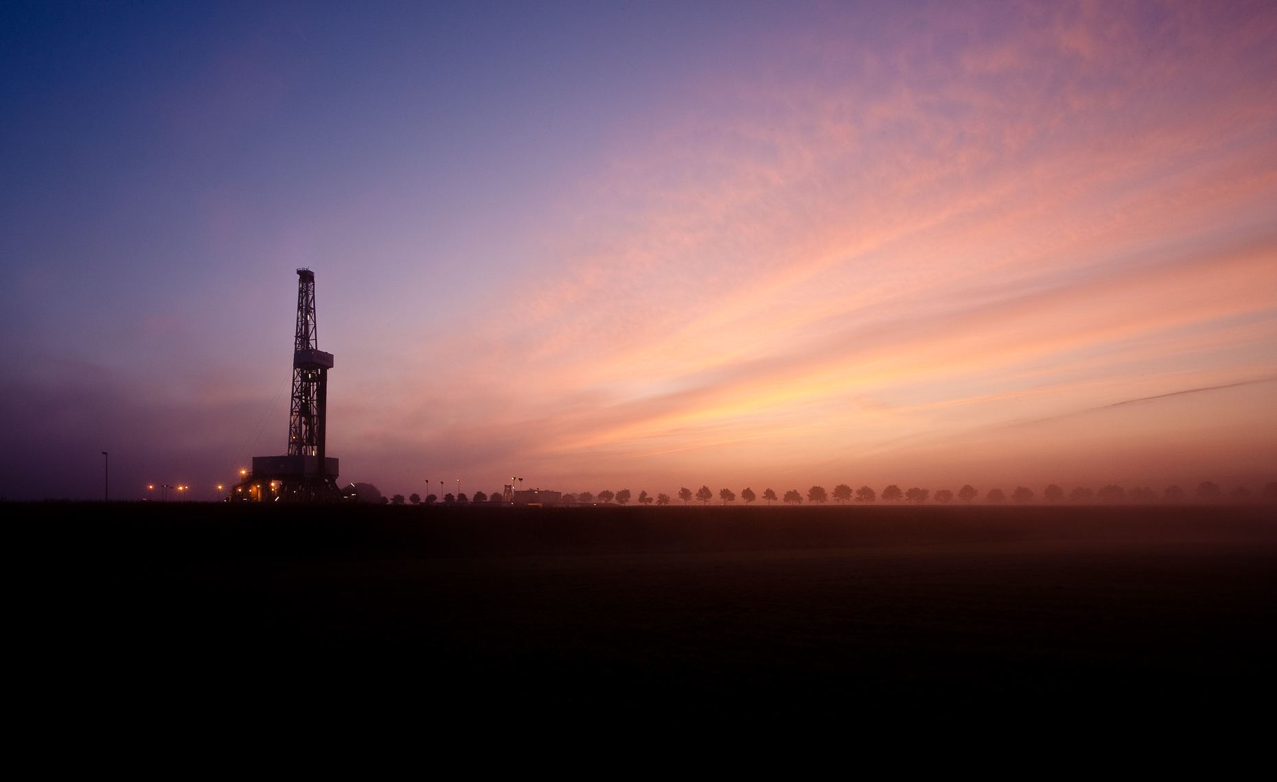 SEALE_INDUSTRIAL_LANDSCAPE_NATURAL_GAS_WELL_GERMANY