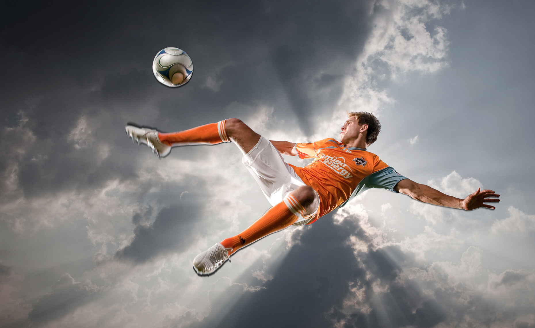 SOCCER_KICK_SEALE_SPORTS_PORTRAIT